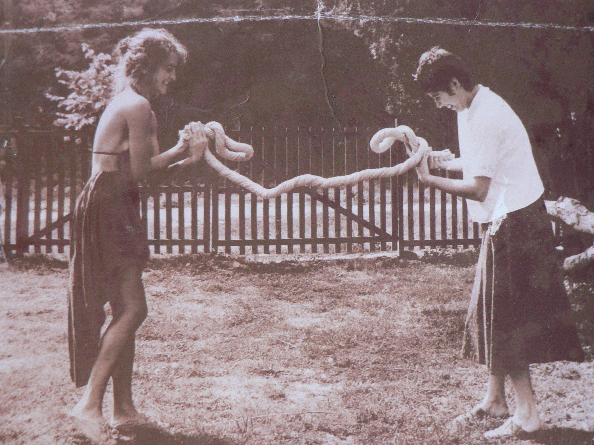 Buday Nagy Anna fazekas és Lovas Kata textiles 1982-ben, Nagylukafán. Forrás: nepiiparmuveszet.blog.hu