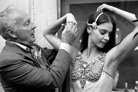 George Balanchine és Suzanne Farrell. A táncosnő Van Cleef és Arpels ékszereket visel 1976 szeptember 24-én, a párizsi előadáson. Forrás: Vostock Photo