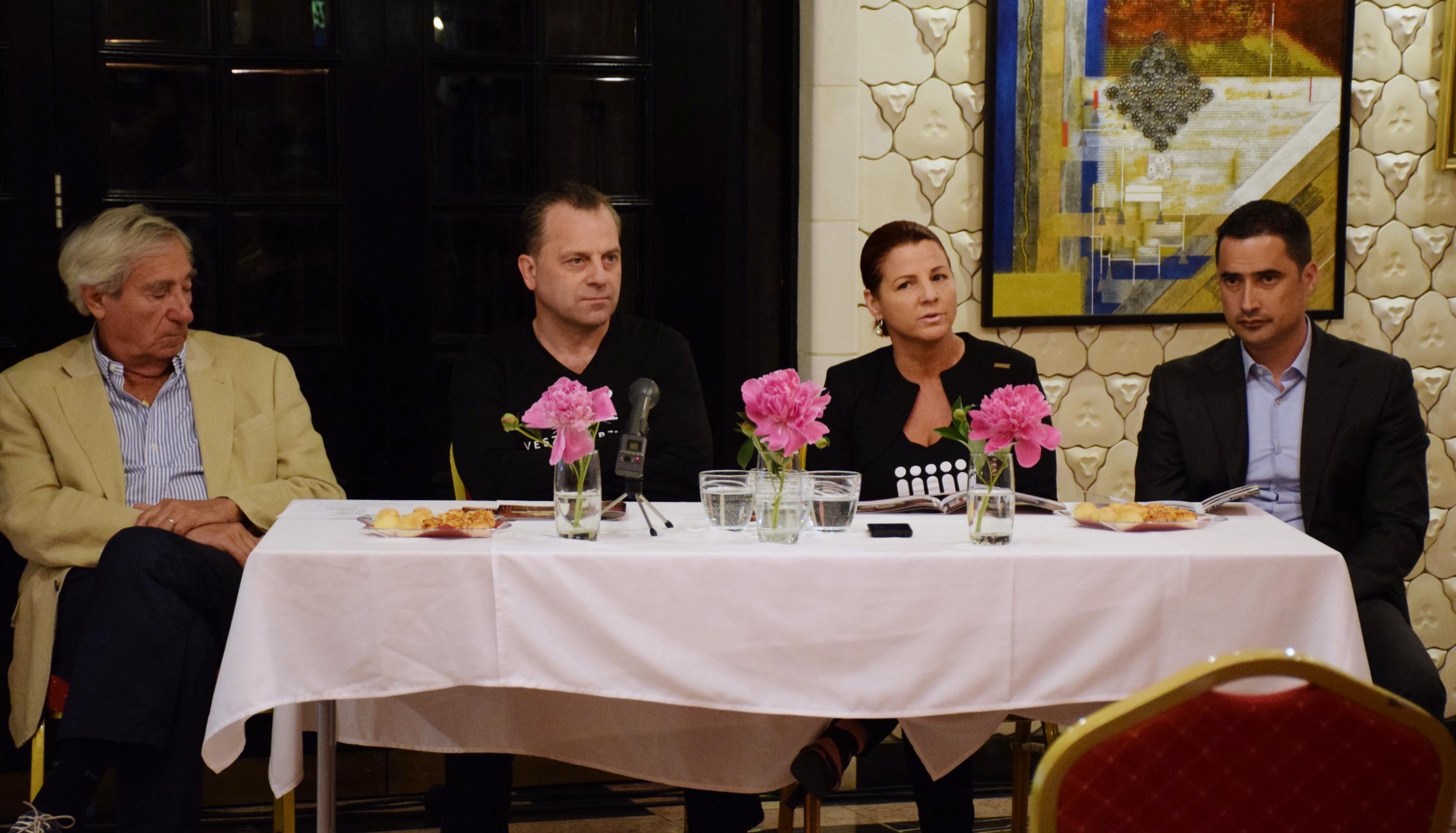 Szilágyi Tibor színművész, Oberfrank Pál igazgató, Kellerné Egresi Zsuzsanna igazgatóhelyettes és Ovádi Péter országgyűlési képviselő
