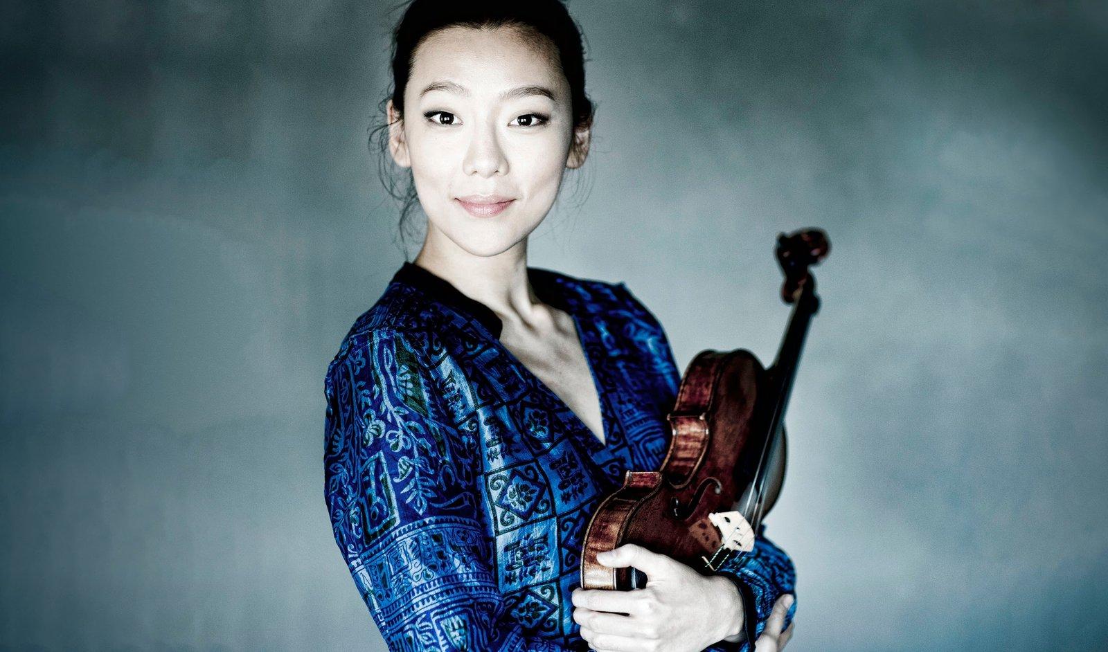 Clara Jumi Kang – Fotó: Marco Borggreve