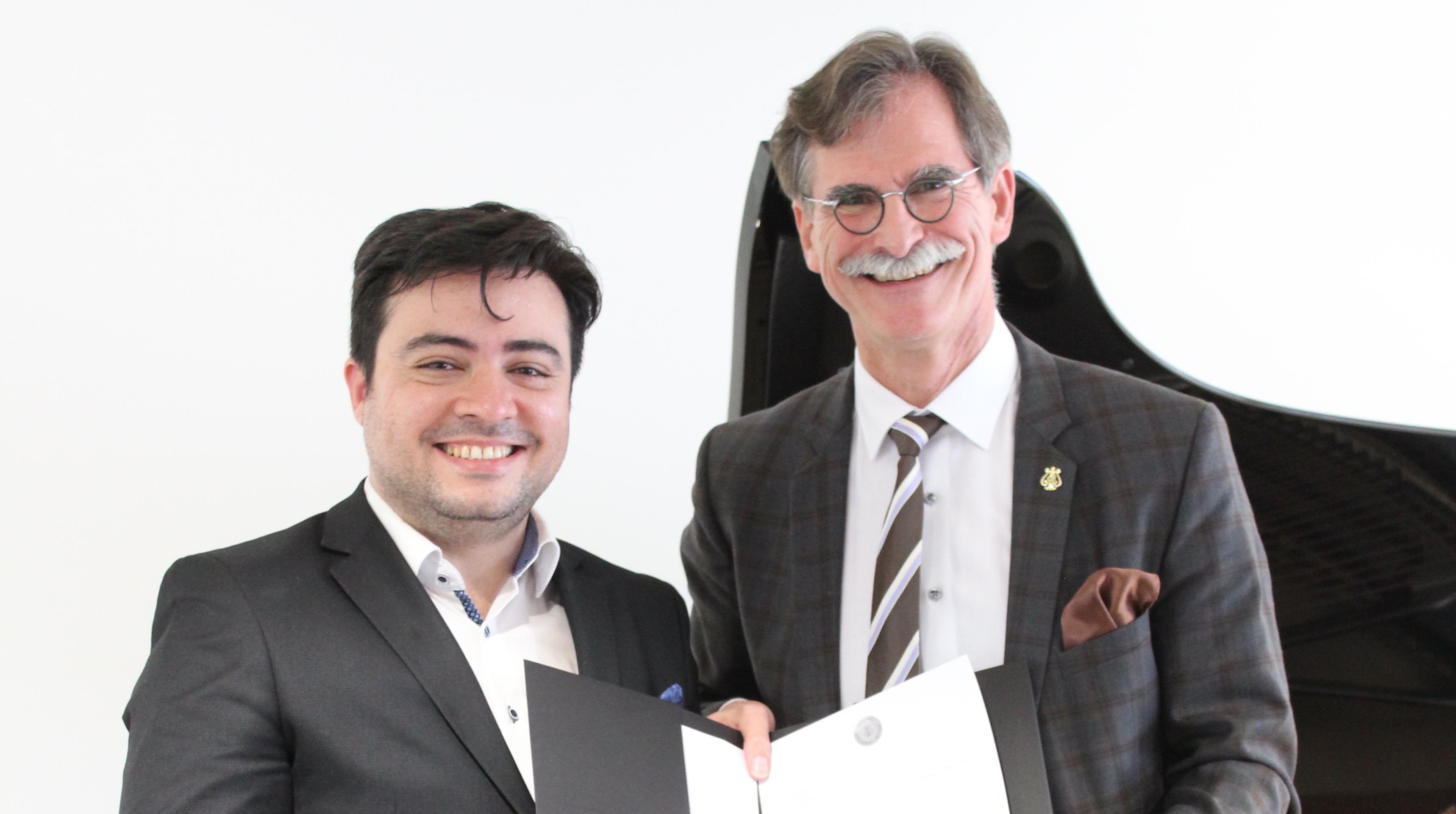 Balázs János és Gerrit Glaner, a Steinway igazgatója