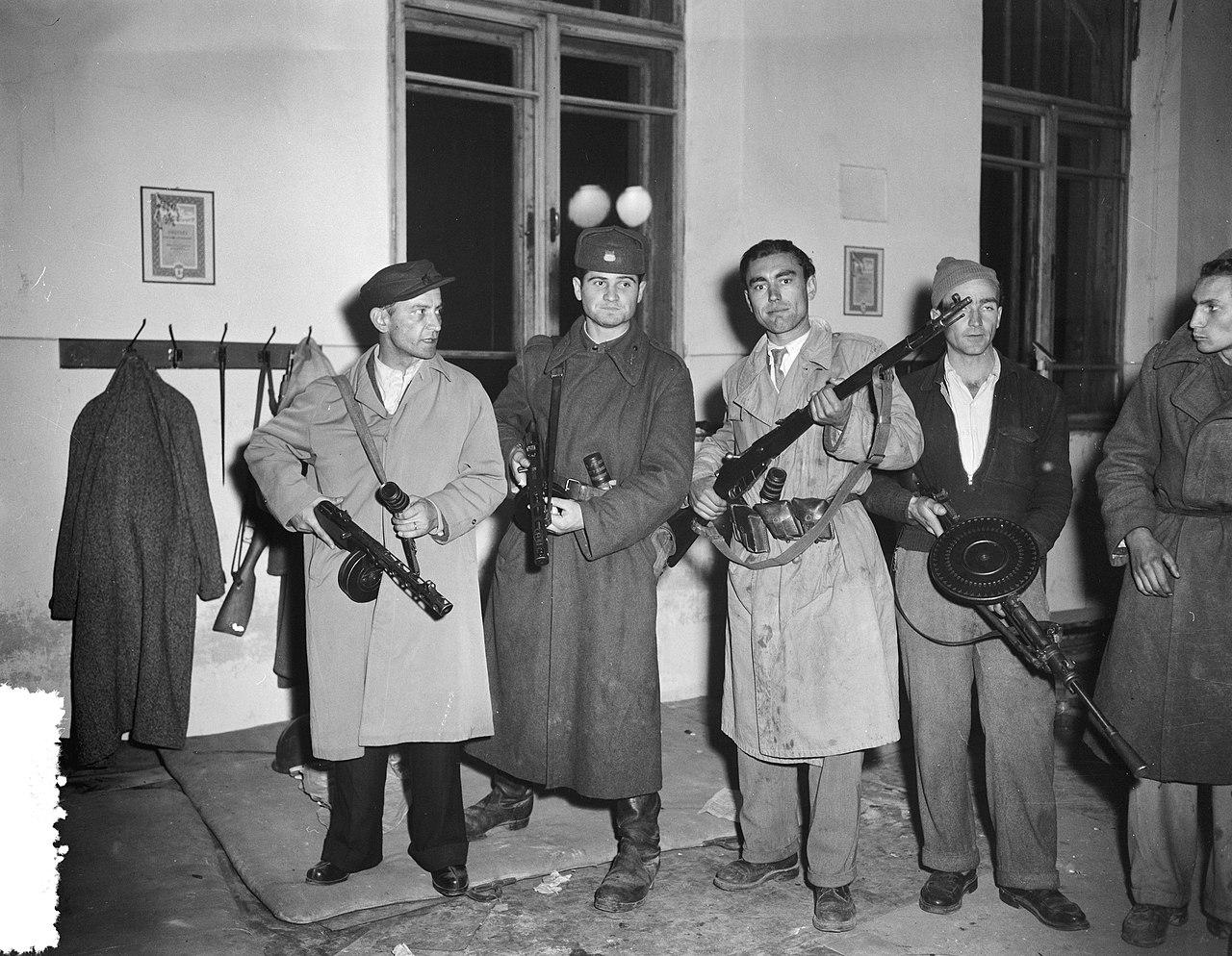 Utolsó képek Budapestről sorozat – Főhadiszállás a Margitszigeten, '56 november 2. Fotó: Joop van Bilsen/ Anefo