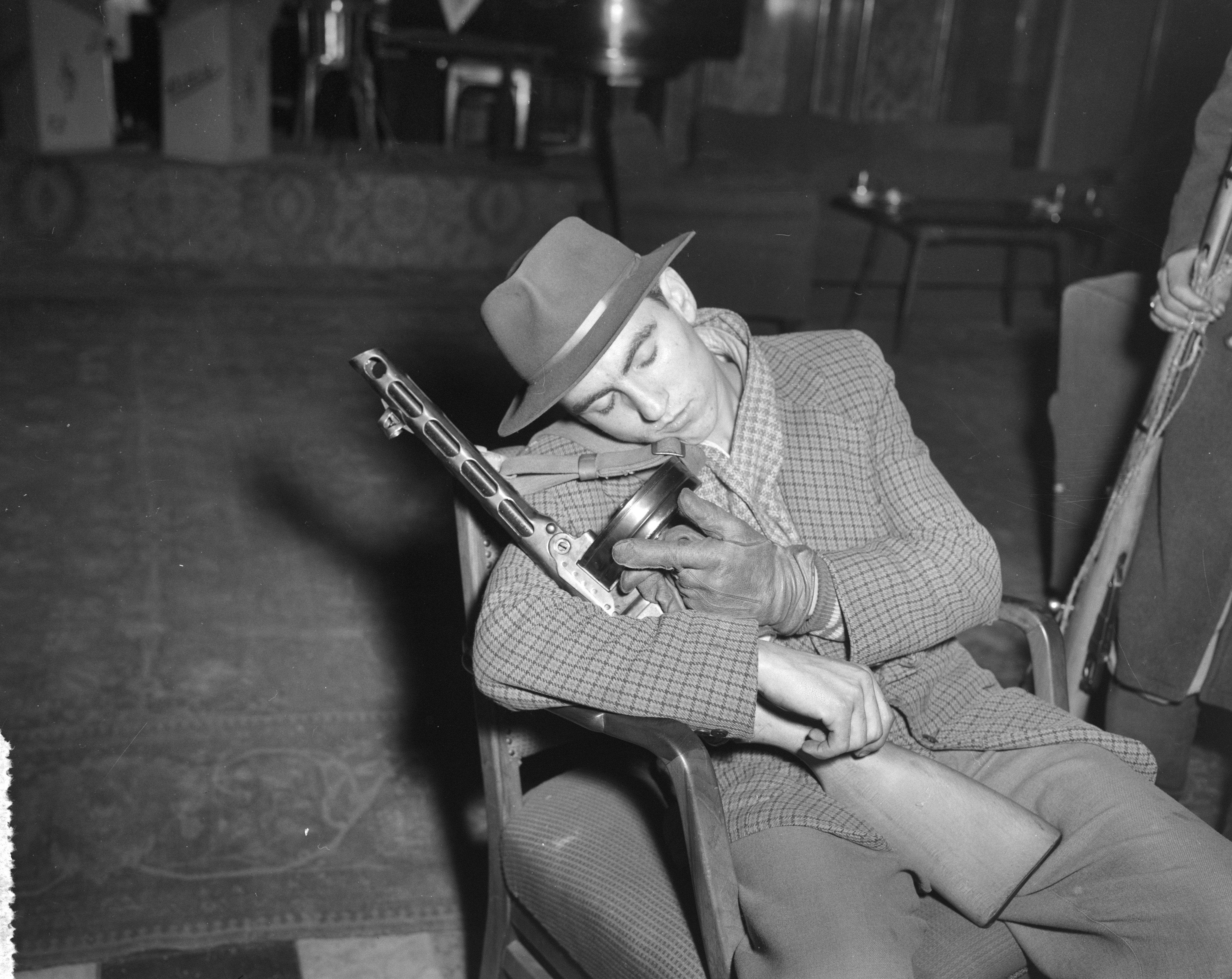 Utolsó képek Budapestről sorozat – Tizennégy éves alvó forradalmár, '56 november 2. Fotó: Joop van Bilsen/ Anefo