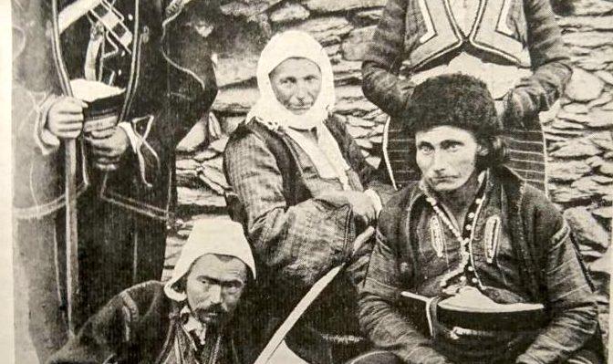 Makedon parasztok Skopje környékén 1903-ban. Fotó: vico Mantegazza