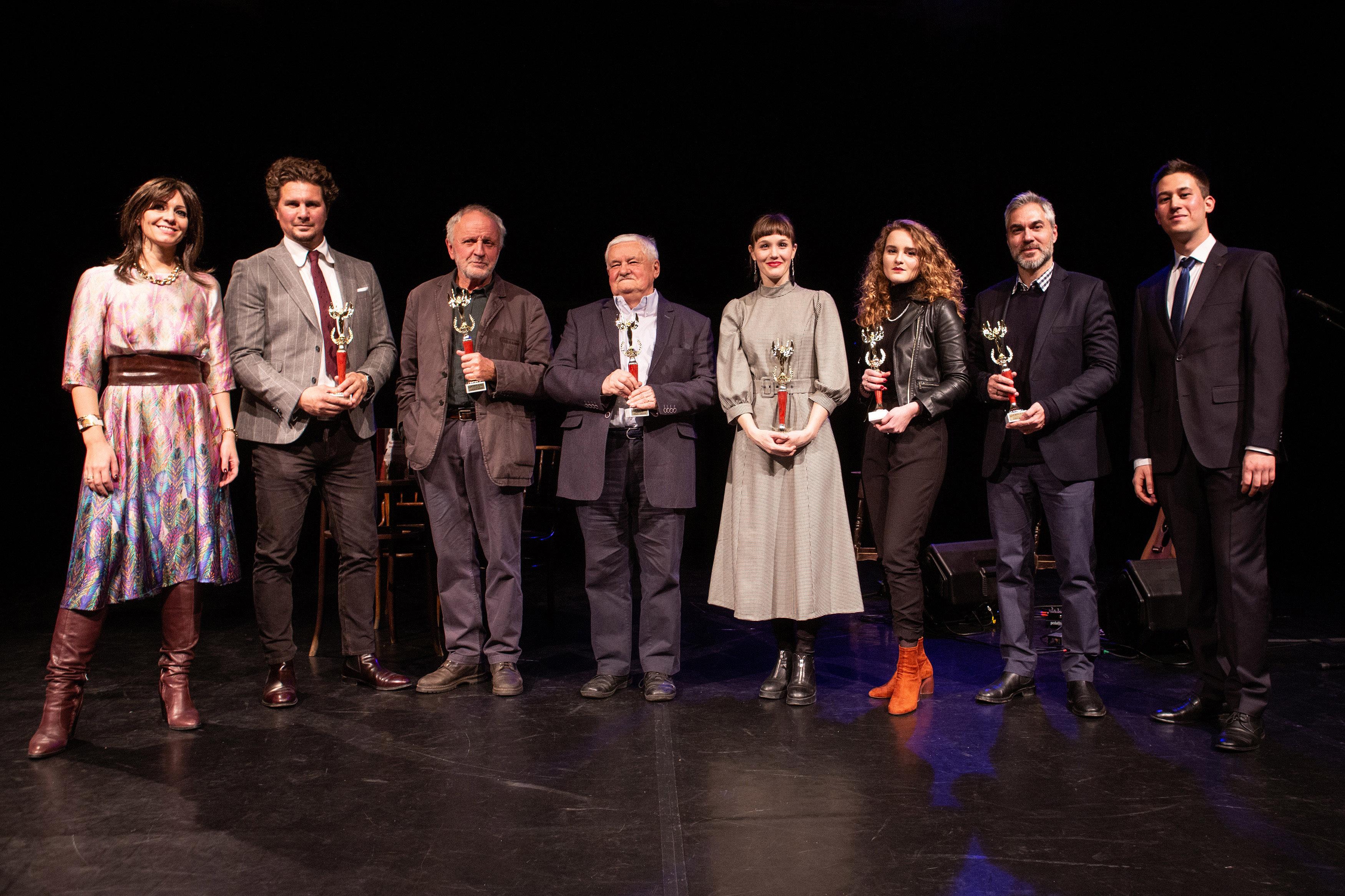 A tavalyi díjazottak, Juhász Anna és Mészáros Márton társaságában