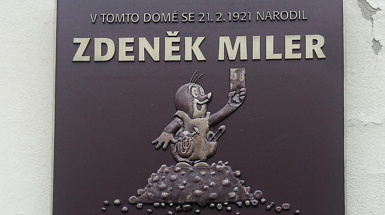 Emléktábla Miler szülőházának falán.
