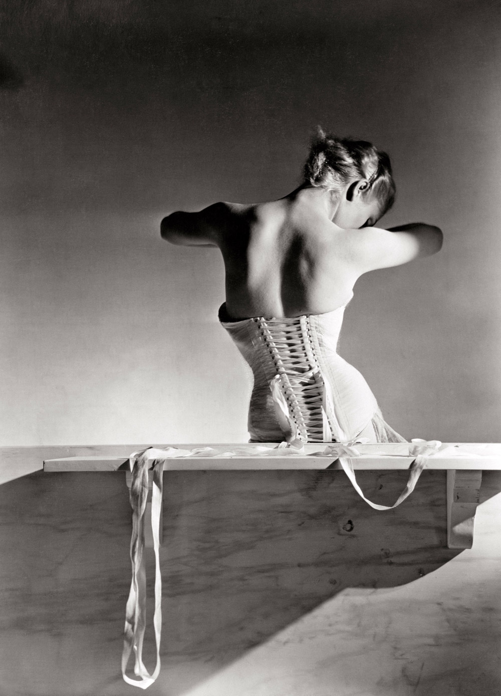 Fotó: Horst P. Horst: Corset by Detolle for Mainbocher 1939 © Conde Nast / Horst Estate