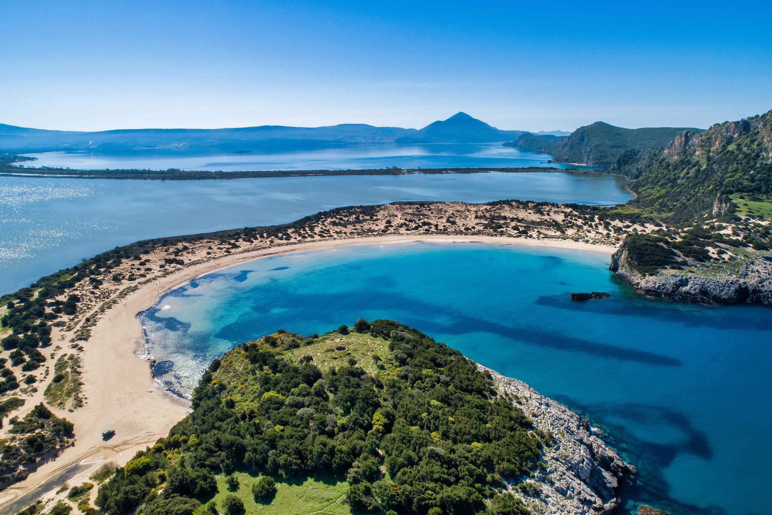 Peloponnészosz egy ismert tengerpartja: Voidokilia Beach