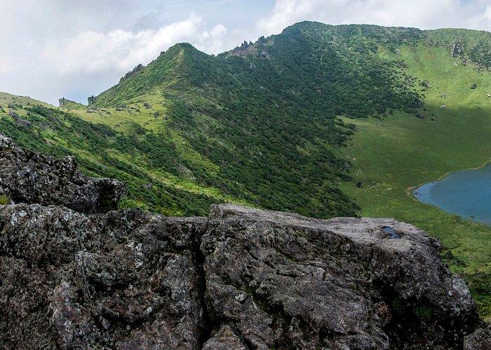 A Csedzsu-sziget a helyiek és a turisták körében egyaránt népszerű úticél