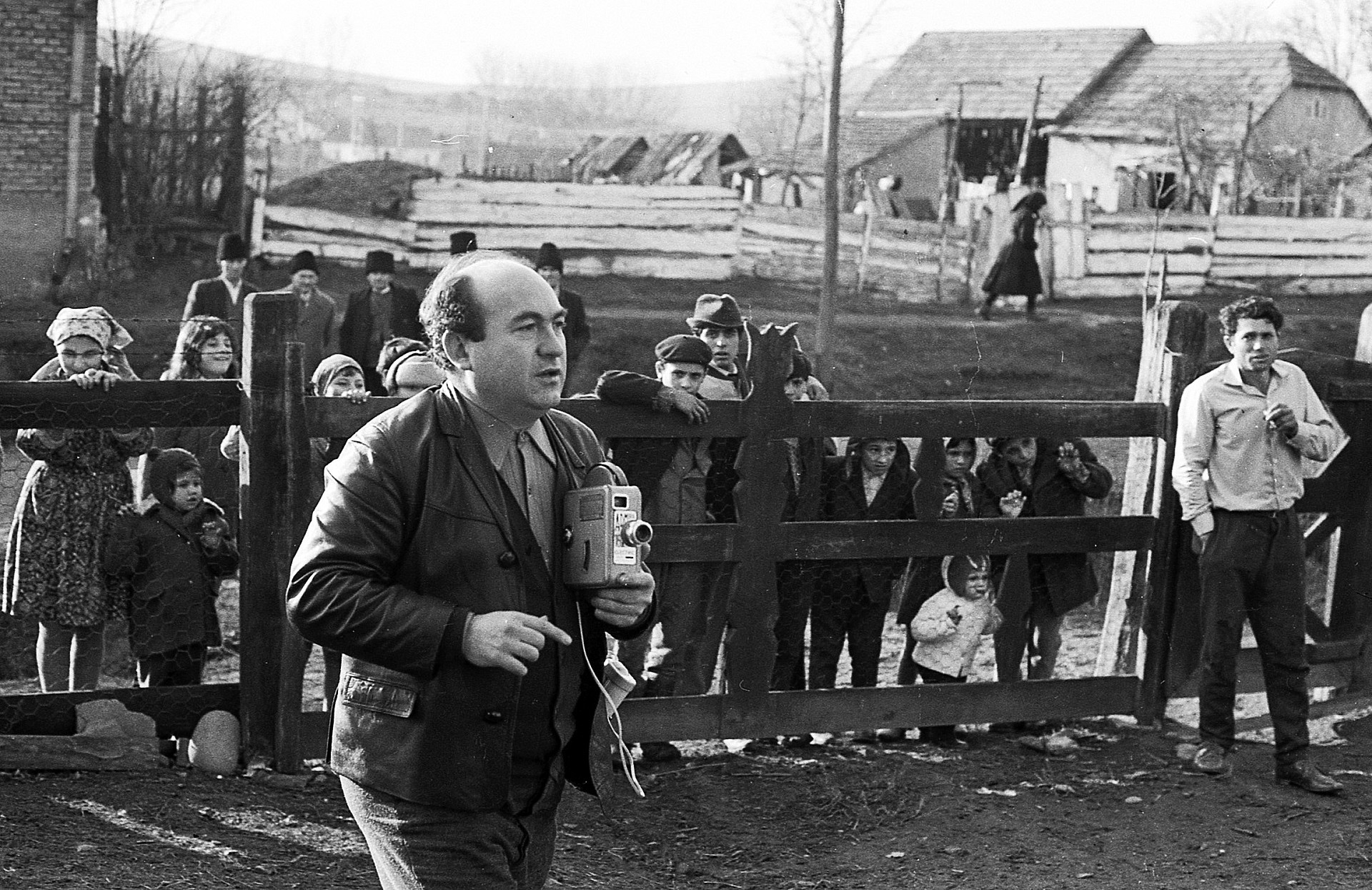 Novák Ferenc Tata egy erdélyi gyűjtés során 1972-ben – Korniss Péter fotója