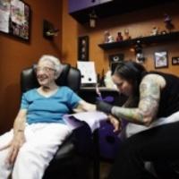 Tetovált nagymamák – új divat a láthatáron (Videóval)