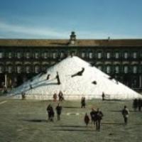 Sókupac kerül Milánó főterére