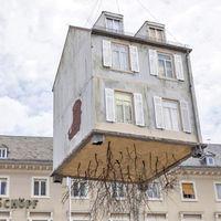 Egy ház a levegőbe emelkedett Németországban