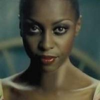 Meglepi a pesti rajongókat a brit énekesnő