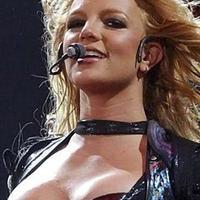 Britney ismét a listák élén