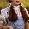 Százmillióért kelt el Dorothy ruhája