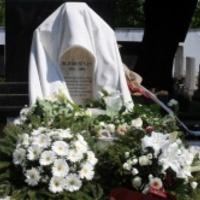 Zarándokhely lett a temetőből