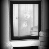 Kísértet jelent meg a tükörben
