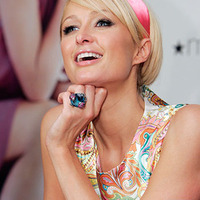 Paris Hilton tudja a megoldást a gazdasági válságra