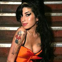 Amy Winehouse torkig van Bondékkal