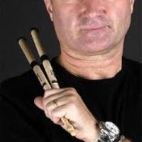Phil Collins nem vonul vissza