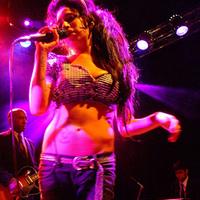 Amy Winehouse Axl Rose nyomdokain
