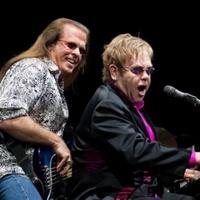 Öngyilkos lett Elton John zenésze