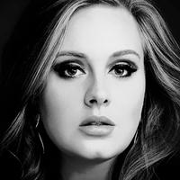 Pizsamában ünnepelt Adele