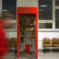 Könyvek költöznek a telefonfülkékbe