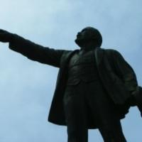 A Lenin-szobor öl, a Lenin-szobor ölni fog?