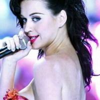 Hetero, leszbi vagy biszex az énekesnő?