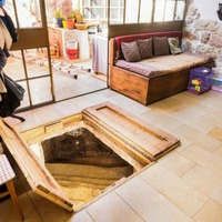 Elképesztő kincset rejtett a nappali padlója