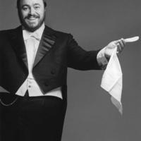 Könyv készül Pavarotti életéről