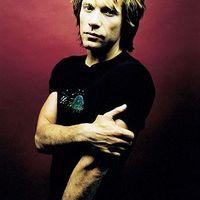 Bon Jovi segít visszafizetni Hillary Clinton kölcsöneit
