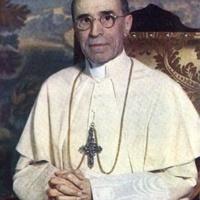 Gyökeresen át kell értékelni a pápáról kialakult képet