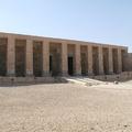 Királyszobrot, állatmúmiákat tártak fel az egyiptomi Abüdoszban