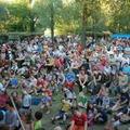 Tömegek lepik el a Duna-partot: mi készül?