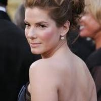 Sandra Bullock a zsebébe nyúlt