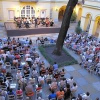 Klasszikusok dobják fel a nyári estéket