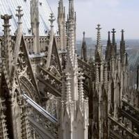 Elképesztő: turistasáv a templomokban?