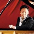 Extrém teljesítményre vállalkozik a zongorista