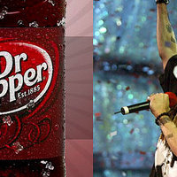 Axl Rose bepipult a Dr Pepperre