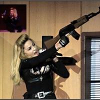 Madonna a színpadon lövöldözött