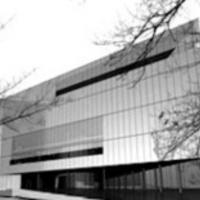 Üvegtábla zuhant le a pécsi Tudásközpontról