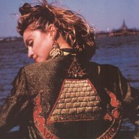 Milliókért kelt el Madonna kabátja
