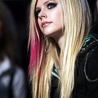 Avril Lavigne kirúgta a menedzserét és terhes