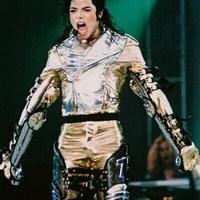 Új boncolást kér Michael Jackson családja