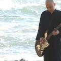 Rockkoncertre készül a depressziós buddhista pap