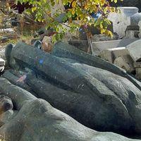 Lebontják a szovjet emlékműveket Kijevben