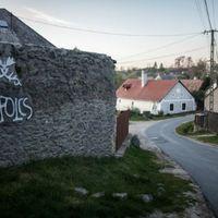 Ezért lepték el tízezrek a magyar falvakat